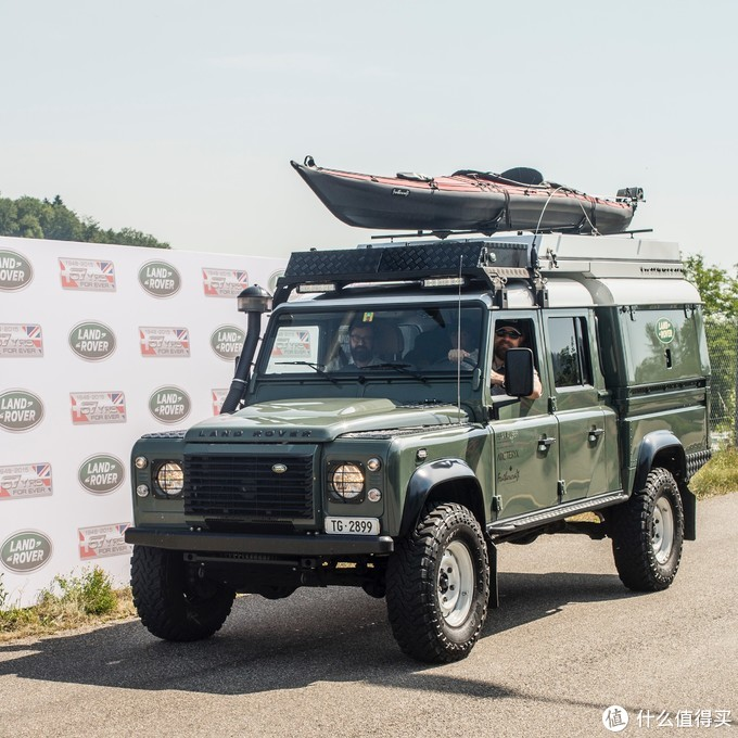 Fully equipped Land Rover Defender 130 TD4