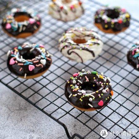 梦幻又甜蜜的巧克力甜甜圈,自己动手就能做,成就感爆棚!