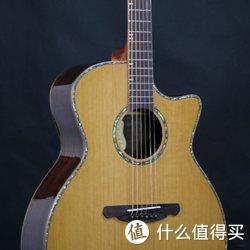 民谣吉他多采用琴桥固弦锥来固定吉他弦