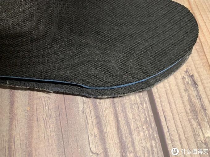 QUANTUM180的鞋垫明显窄