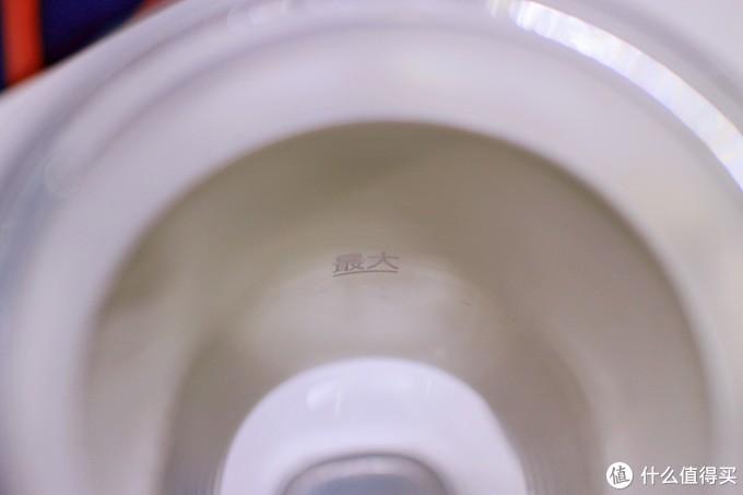 被杯套挡住的水位线,其实从里面看倒也没问题啦~就是觉得有点好笑哈哈哈哈哈哈哈
