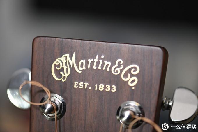 有一段时间Martin换了琴头Logo,我还是喜欢老款的这个。