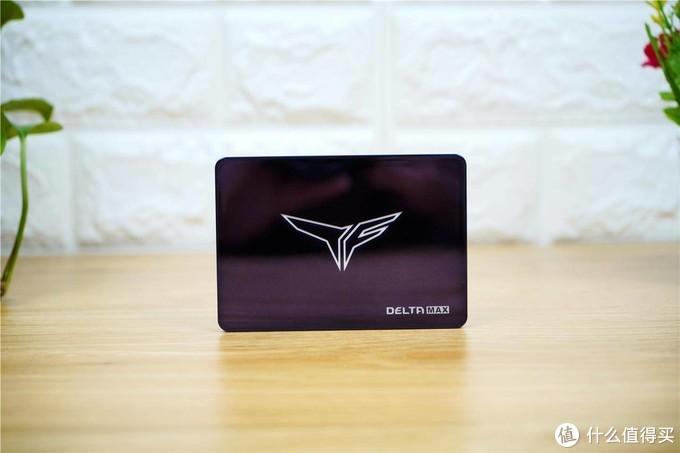 十铨首推镜面ARGB SSD固态硬盘,确实挺漂亮的!