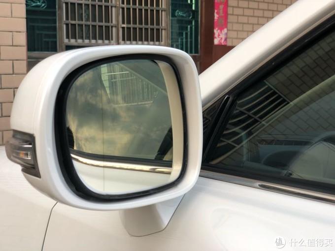 带广角,加热,自动折叠的防炫目后视镜,后来的应该都减配了。