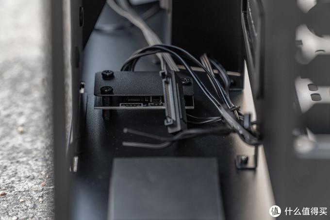 机箱上的RGB控制器