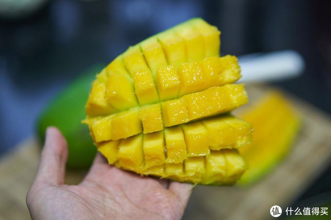 大芒果的4分之一,比我手掌大