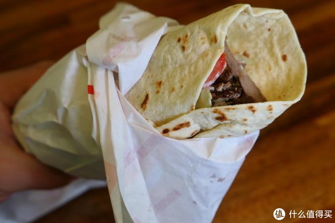 超大只的大饼卷肉……一个人吃不完