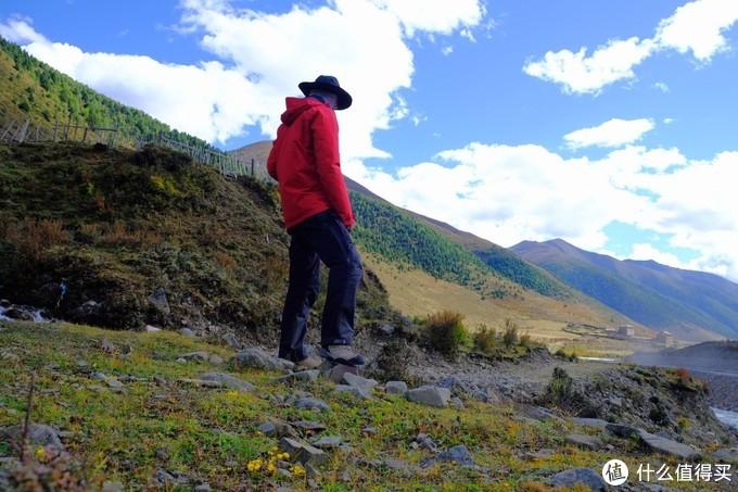 上木居村,回家看了地图,其实贡嘎雪山就在我这个山的北面,翻过这个山(4500米加,就能看到贡嘎雪山,不过这山的陡峭程度也只有当地人或者牦牛能够很简单的走上去。对于初入高原的我来说还是有难度的。)