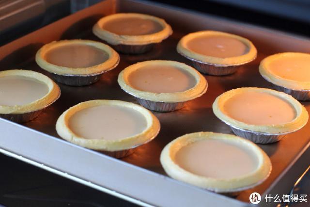轻松几步就能做出美味的蛋挞,口感香甜嫩滑,烤了九个一个也没剩
