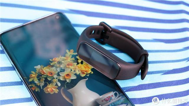 上手全新新款黑加手环1S,这次升级的不止一点