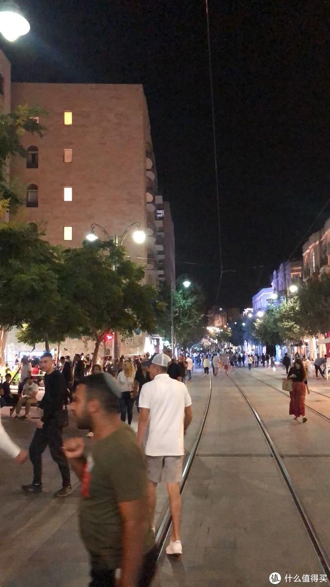 耶路撒冷Jaffa st.大街上欢度节日的人群01