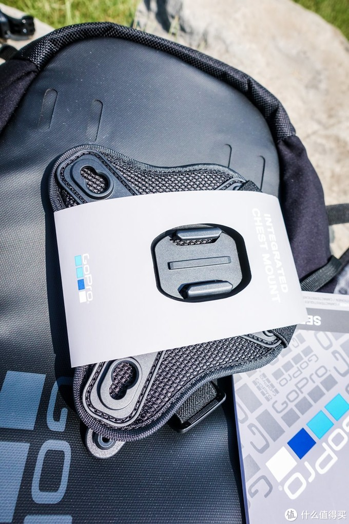 这个是Seeker自带的胸前相机固定支架,和背包完美结合,而且拆装十分方便。