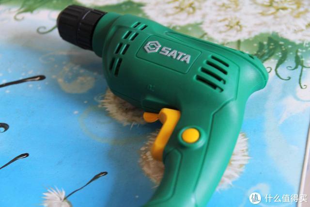 你家的工具箱里都有什么宝贝,硬核老爸少不了—SATA 世达 羊角锤+激光测距仪+电钻