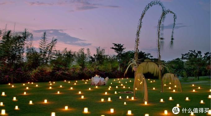 巴厘岛的浪漫不是说出来的,而是陪对方吃一顿浪漫的烛光晚餐