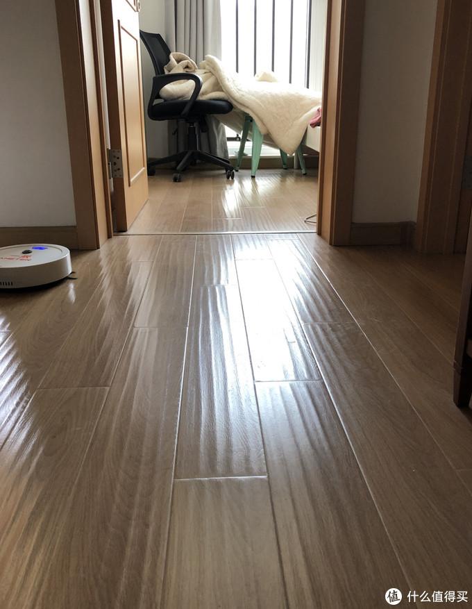 光亮的地板