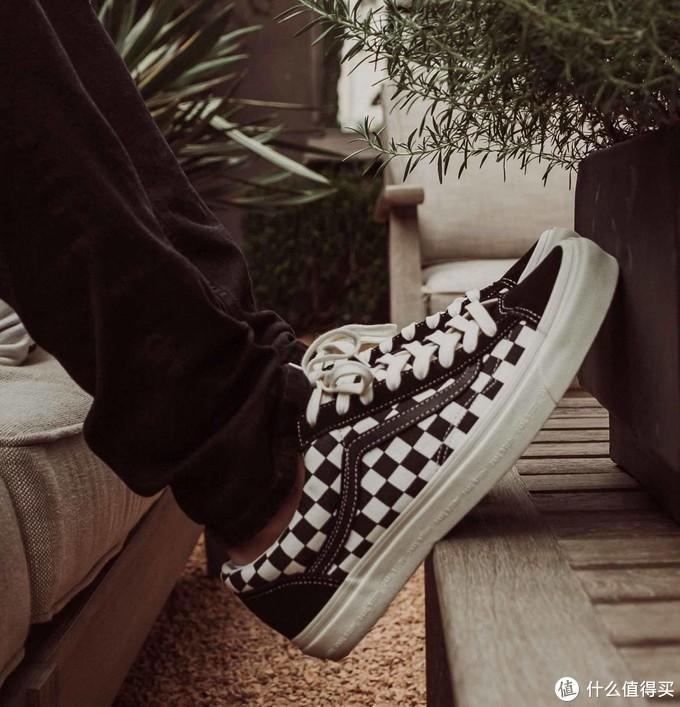 能在街头板仔与Hypebeast之间纵横的Sneaker,似乎也只有Vans了。
