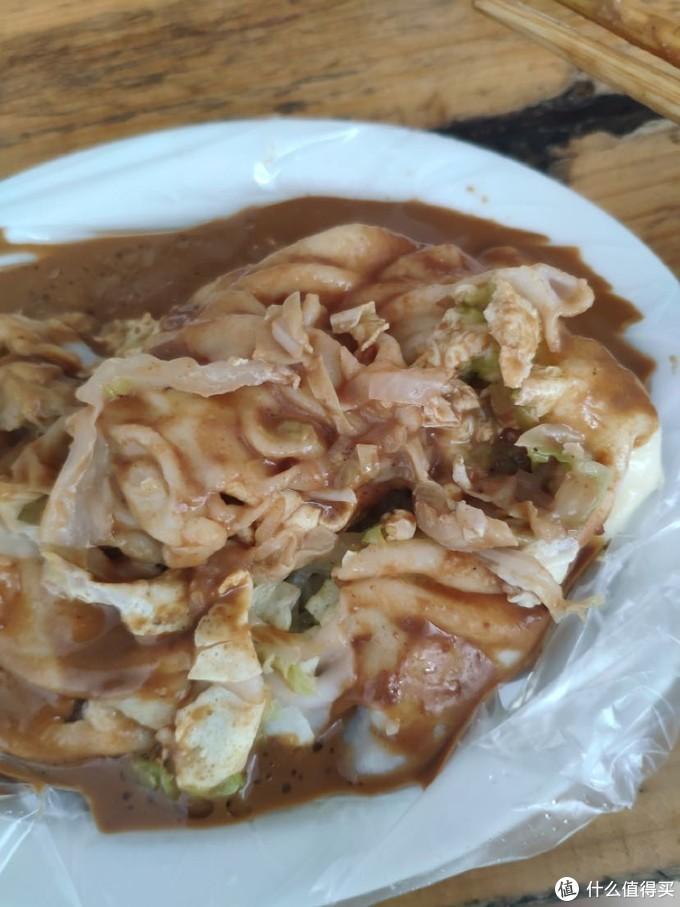 可以看到浓稠的酱汁还有白菜,鸡蛋和肉碎