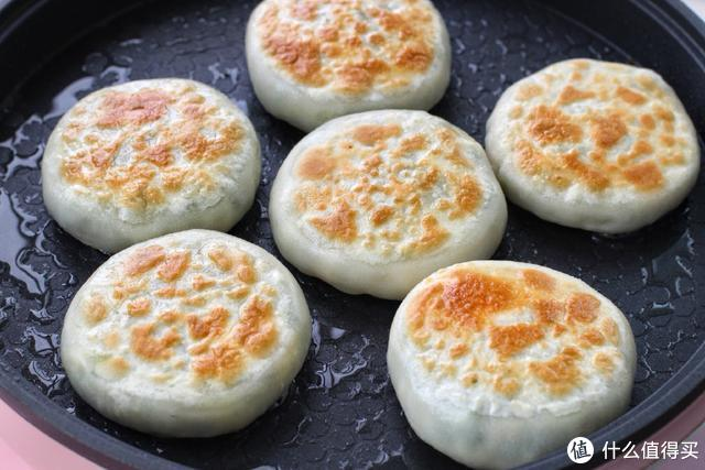 我做的韭菜馅饼从来不淌汁,皮薄馅大味道好,一出锅老公连吃仨!