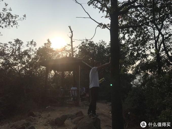 """梅岭印象:五岁孩子攀登国家登山健身步道""""老四坡""""记"""