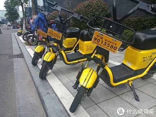 共享电单车上的也是临牌