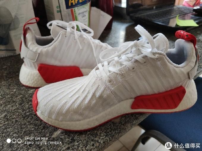 迟来的NMD R2白红款体验,对比下ultra boost19脚感