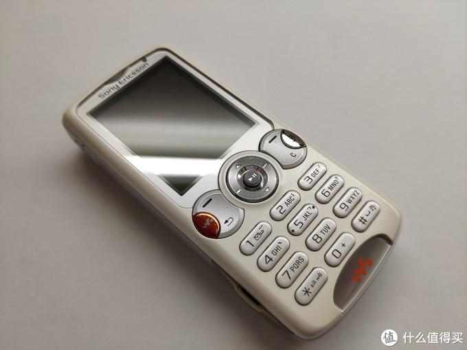 w系列手机配上Walkman的标在当时可以说说完全的被她吸引住了