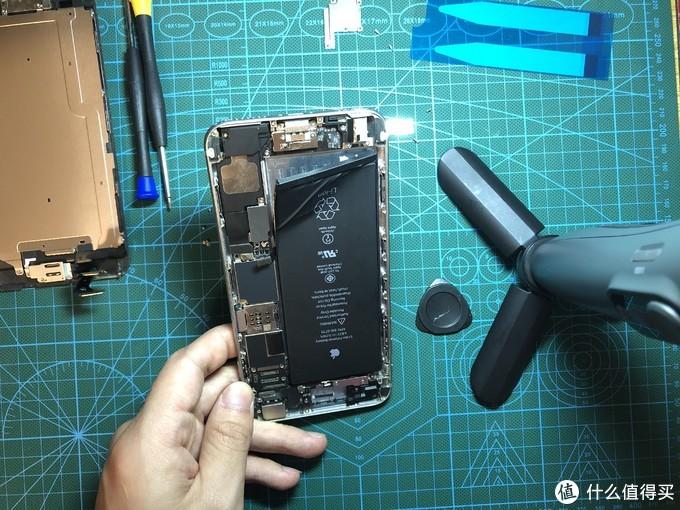 扯电池胶的时候,三条扯坏了两条,只能强拆了