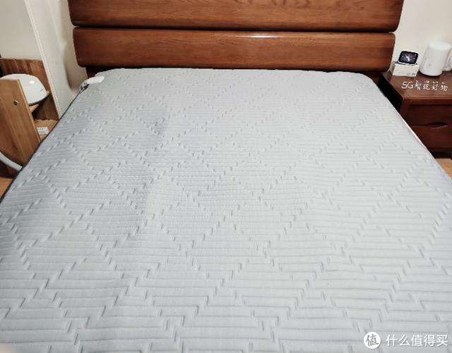 小伙买小米智能恒温水暖床垫,只为床上取暖?好处你想不到