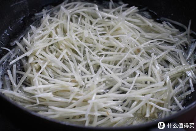 那么多土豆的做法就数这个最爽口,开胃又下饭,而且对眼睛还好