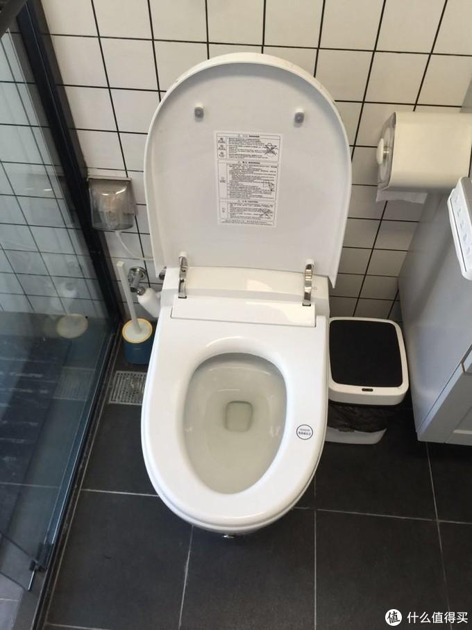 家里卫生间小 在洗漱台附近就无数次开启 你很难拍到一个合盖的 这是一个对我来说的缺点 大户型的无视