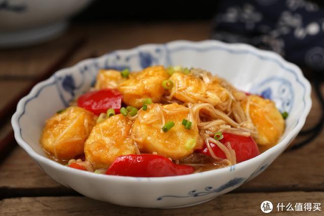 日本豆腐这样烧,口感鲜嫩爽滑,百吃不厌,连汤汁都舔得一干二净