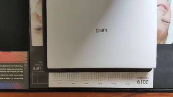 LG 13z990 i3版图片外观(边框 尺寸 转轴)