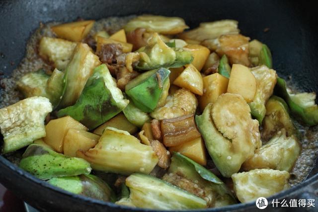 夏天这个炖菜最受欢迎,软烂入味,拌米饭吃老香了,东北人都知道