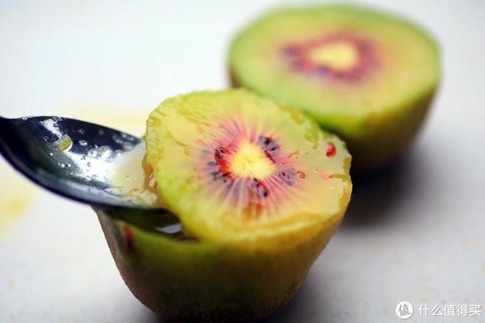 果农告诉你,一个动作,让红心猕猴桃变得更美味