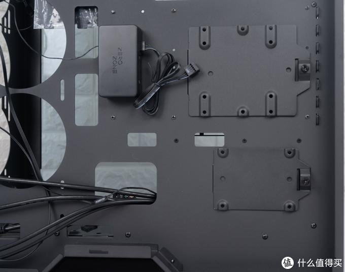 花两千块买个机箱图什么?台北展只为一眼怦然心动,EOS打造全侧透水冷机箱
