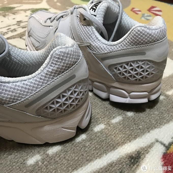 Nike Zoom Vomero 5 SP复古跑鞋