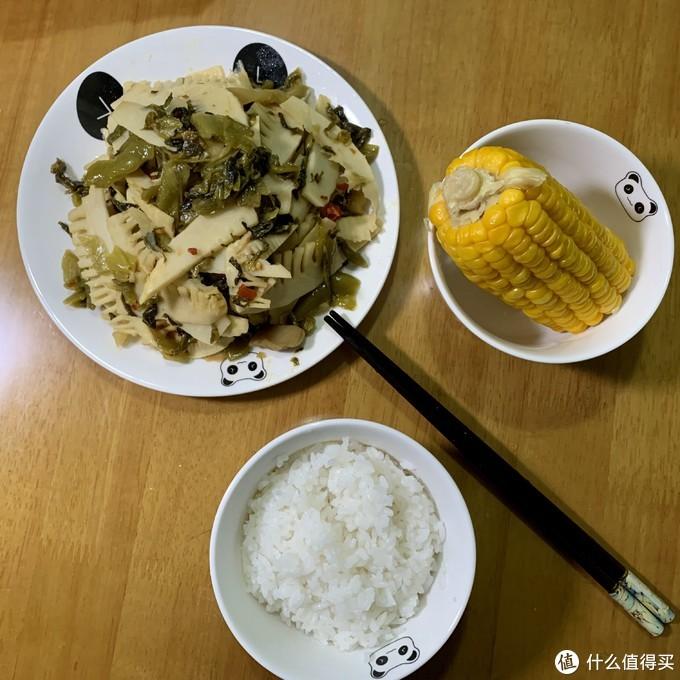 最后还有半根早餐剩下的老玉米,一块吃掉
