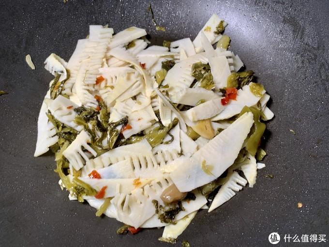 酸菜冬笋 — 酸辣可口,味道棒极了。
