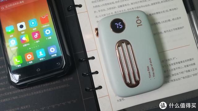 """逛街拿手机竟然自备一台""""收音机""""———冇心复古手机充电宝"""