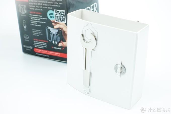 赠送的工具和一个垫片,用这个小扳手完成球头与相机底部1/4螺丝孔的链接。