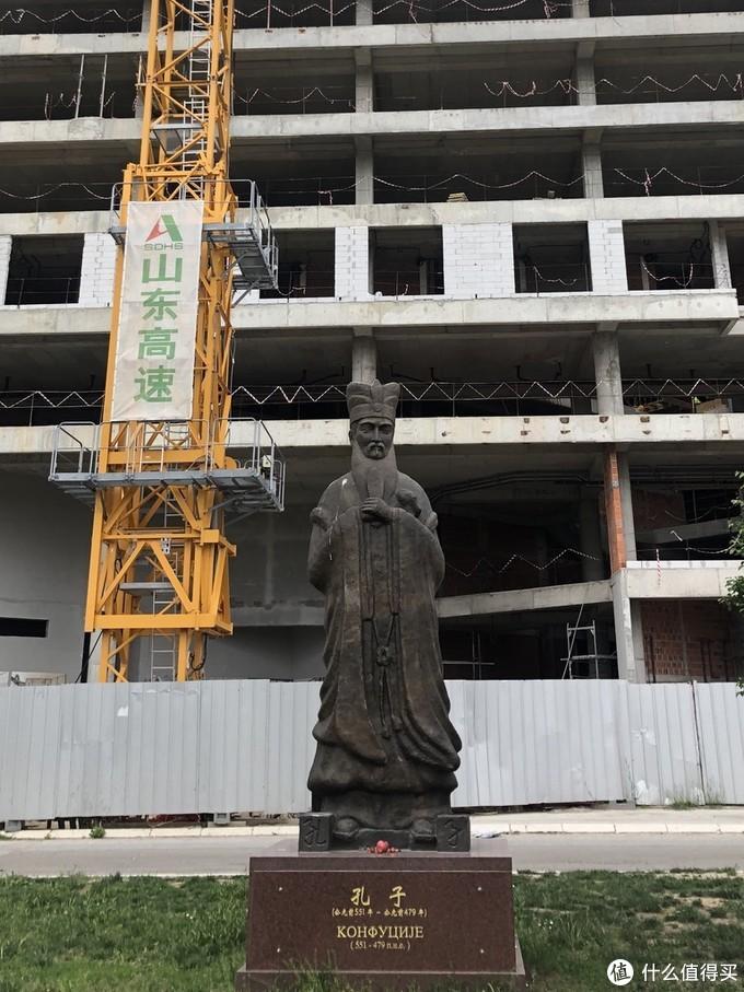 新建的孔子雕塑