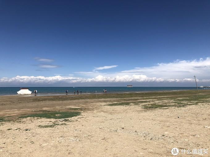 青海湖最好的地段被圈起来了,还没到旺季停车场都满了70%