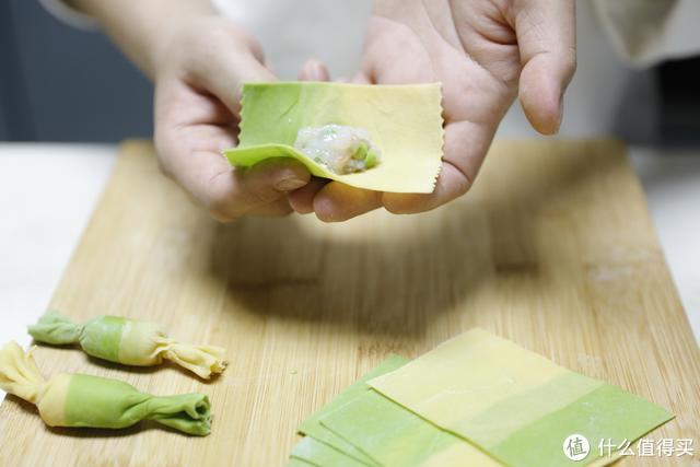 双色糖果鲜虾饺子
