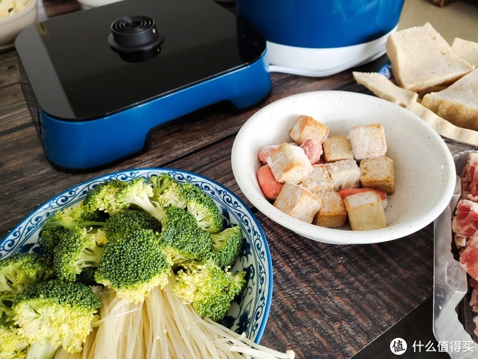 周末想在家中吃火锅?那么这款臻米智能升降电火锅值得一试