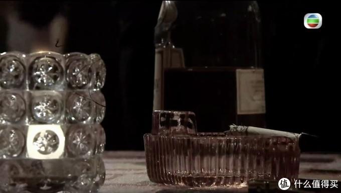 《金宵大厦》里的干邑酒瓶,用错了