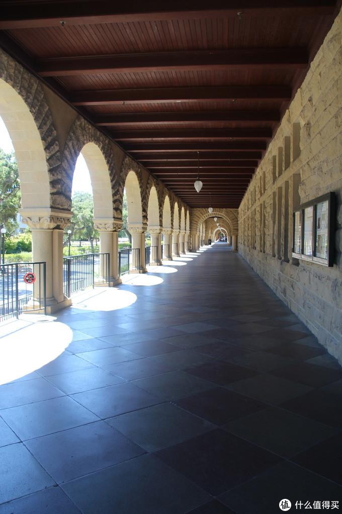 这样的长廊有很多很多