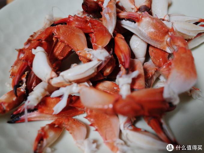 一大堆螃蟹夹子。