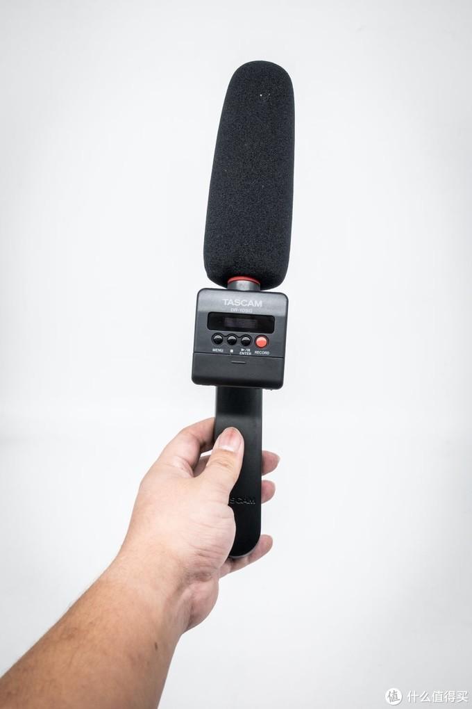 采访模式,可以用3.5MM音频线连接相机,当然距离更远的话可以摆脱相机工作,这也就是录音机的优势所在了。