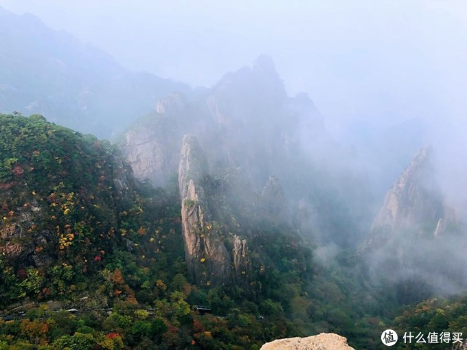 俯瞰西海大峡谷,网红小火车开入云雾森林