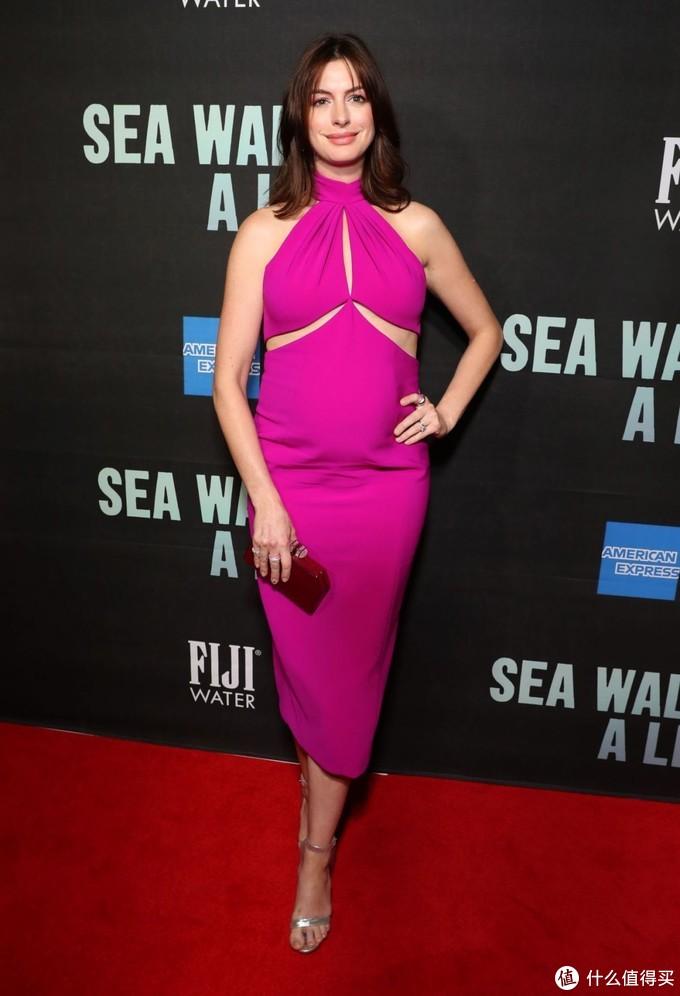 怀孕也能美上天,学安妮海瑟薇的孕期穿搭,肚子再大也不用怕!